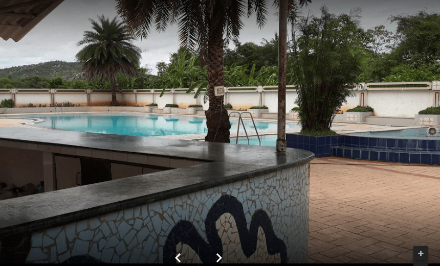 Bans pool side patio and food counter